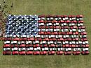 Kuriozita: americká vlajka ze 140 Jeepů