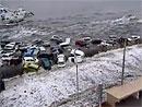 Japonská vlna tsunami vs. auta podruhé (video)