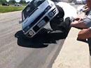 Video: Když to na okruhu nevyjde, aneb jak dostat auto na střechu přímo před kamerou