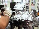 Video: Jak se staví motor Ferrari 458 Italia?