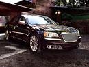 Chrysler 300 Luxury Series: Kůže a dřevo, kam se podíváš