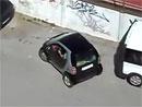 Když někdo nedokáže zaparkovat ani se Smartem (video)