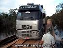 Naložený kamion na dřevěný most nepatří. Tady je důkaz (video)