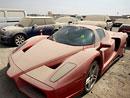 Jak to chodí v Dubaji: Policejní dražba Ferrari Enzo