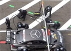 Video: Ralf Schumacher srazil v DTM �tve�ici mechanik�