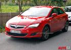 Spy photos: Tento Opel je třídveřový SEAT Leon