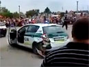 Video: Slovensk� policie se ztrapnila p�ed des�tkami p�ihl�ej�c�ch