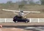 Video: Volvo XC90 ned� p�ednost p�ist�vaj�c�mu letadlu