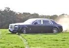 Video: Na co SUV? Rolls-Royce Phantom se terénu nebojí
