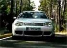 Reklamy, které stojí za to: Volkswagen Golf R32 má sexy otáčkoměr