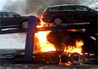 Video: Po��r taha�e zni�il �ty�i Volkswageny Passat