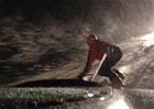 Video: Ferrari Challenge Stradale táhne na ulici snowboardistu