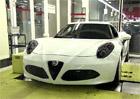 Jak se vyrábí karbonová Alfa Romeo 4C (video)