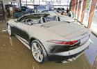 Povodeň si nevybírá: Zaplavený showroom Jaguaru a Land Roveru