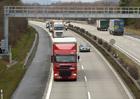 Ministerstvo dopravy pl�nuje zak�zky na �dr�bu silnic za 7,6 miliardy K�.