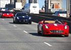 Video: 65 Ferrari projíždělo New Yorkem