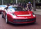 Video: Ferrari SP12 Erica Claptona natočeno na veřejnosti