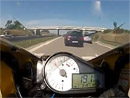 Video: Motocyklistu dělilo od fatální nehody jen pár centimetrů