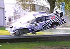 Porsche 911 RSR prohrálo boj s betonovými svodidly