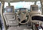 Nissan Patrol s řízením vzadu? V Dubaji žádný problém (video)