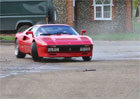 Video: Ferrari 288 GTO v nepochopitelných jízdních situacích