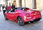 Video: Sériová Alfa Romeo 4C Spider se střechou i bez ní
