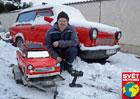 Staví zmenšená auta: Trabantologův vůz hrabe zadními