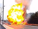 Video: Exploze kamionu vezouc�ho plyn, aneb Kobra 11 v re�lu