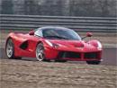 Video: Kimi R�ikk�nen nezvl�dl ��zen� Ferrari LaFerrari
