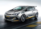 Opel Astra OPC Extreme shodila 100 kg (video)