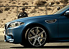 Video: BMW M5 Competition je jako utr�en� ze �et�zu