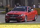 Video: Mercedes-Benz C 63 AMG vs. F1 vs. osmiválcový závoďák – kdo vyhraje?