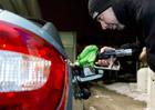 Pohonn� hmoty d�l zdra�uj�, benzin se dostal p�es 29 korun za litr