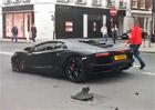 Video: Nabourat Lamborghini Aventador je jako...