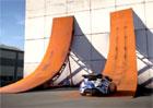 Video: Hyundai Veloster umí jezdit po zdi. Nebo ne?