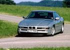 BMW 8: Modrobílé luxusní kupé se objevilo před čtvrtstoletím