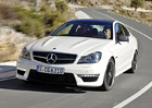 Mercedes-Benz C63 AMG Coupe: Atmosf�rick� osmiv�lec �ije i nad�le