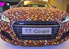 Video: Audi TT Coup� pokr�v� 27.000 �okol�dov�ch bonbon�