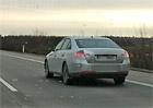 Video: Maskovaný vůz Škoda Superb přistižen při testech na dálnici D11