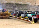 Video: Je silnější buldozer nebo 20 Toyot?