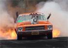Video: Starý Holden při burnoutu zapálil také okolní vegetaci