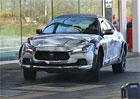 Video: SUV Maserati Levante zachyceno p�i testech, maskuje se d�kladn�