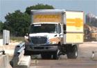 Nová bariéra pro mosty si poradí i s nákladním autem (6x video)