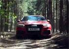 Video: Audi RS3 s p�vodn�m rallyeov�m Quattrem dov�d�j� v lese