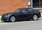 Špionážní fotografie: Alfa Romeo Giulia poprvé v produkční karoserii