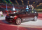 "Range Rover Hybrid LWB: Britská královna má nové ""služební"" auto"