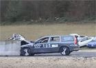 Video: Jak dopadne Volvo V70, když do něj zezadu nabourá vůz v rychlosti 200 km/h?