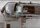 Video: Volvo XC90 a drsn� crash test. Americk� masakr mal�m p�esahem.