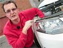 Video: Zkoušeli jsme vyměnit žárovku u nejprodávanějších škodovek. Jak to dopadlo?