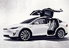 Majitele Tesly Model X tr�p� v�klopn� dve�e